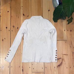 •White mock turtle neck sweater•